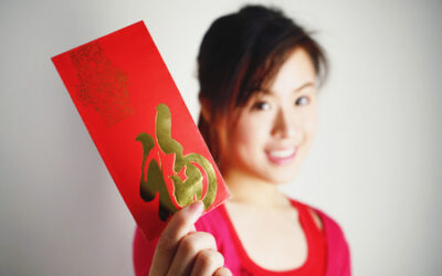 Hong Bao Giving in Chinese Tradition and Auspicious Way