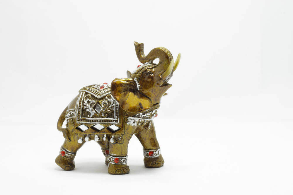 feng shui elephant use and significance feng shui beginner. Black Bedroom Furniture Sets. Home Design Ideas